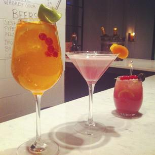 Bar & Co. uudet kesäjuomat ovat saapuneet! Tule ja kippistä kevään kunniaksi Miss Moneypennyn, Spring Tonicin tai Aperol...