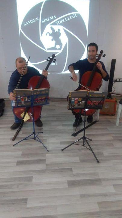 Bugün de Siyah Beyaz Cafe Bistro 'da Çello dinletimiz vardı. Samsun Sinema Topluluğuna ve enfes bir müzik ziyafeti ...